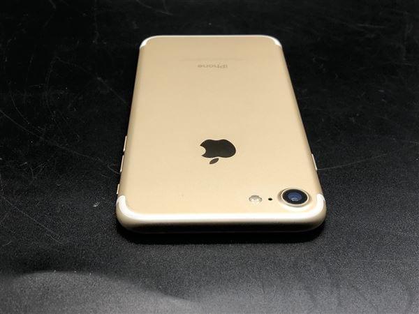 【中古】【安心保証】 iPhone7[128GB] SIMロック解除 au ゴールド