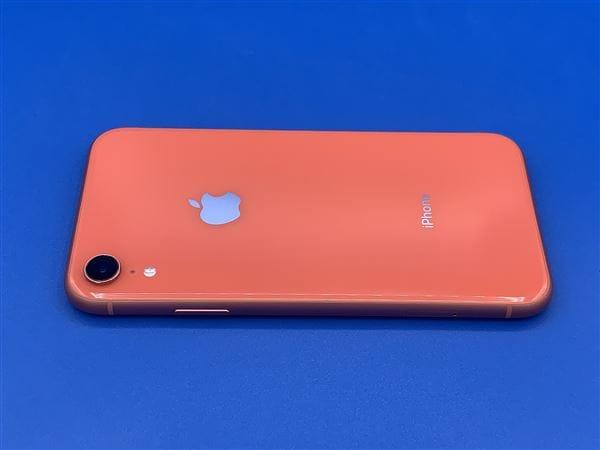 【中古】【安心保証】 iPhoneXR[128GB] au MT0T2J コーラル